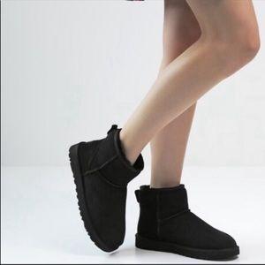 UGG♥️Mini classic black winter boots Sz 6